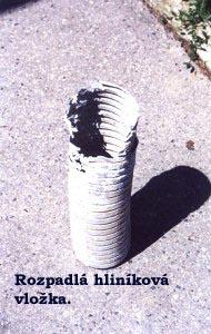 Rozpadlá hliníková vložka