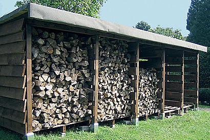 jednoduchý přístřešek na dřevo